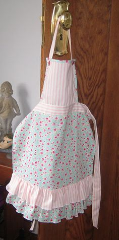 cute little apron.