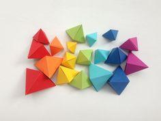Cómo hacer coloridas pirámides de papel de origami para niños - Juntines.com