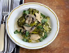 [Friday Favorites] Slow Cooker Thai Green Curry Chicken with Broccoli and Mushrooms from The Perfect Pantry [via Slow Cooker from Scratch] Crock Pot Slow Cooker, Crock Pot Cooking, Slow Cooker Chicken, Slow Cooker Recipes, Crockpot Recipes, Chicken Recipes, Chicken Kale Soup, Thai Green Chicken Curry, Thai Chicken