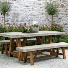 Savvy and Inspiring patio tables tile tops you'll love Concrete Outdoor Table, Rustic Outdoor Furniture, Outdoor Dining, Outdoor Tables, Outdoor Decor, Patio Tables, Concrete Garden, Dining Table, Concrete Furniture