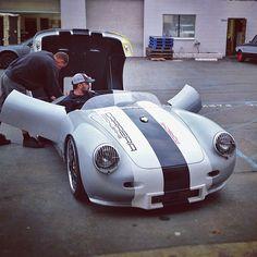 Classic Porsche - Tuning up for a test drive. Porsche 356 Speedster, Porsche 911 Gt2, Porsche Cars, Cool Sports Cars, Sport Cars, Cool Cars, Porsche Replica, Replica Cars, Bike Engine