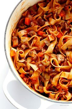 Mushroom Bolognese -- a hearty, vegetarian take on traditional bolognese, absolutely delicious! | http://gimmesomeoven.com