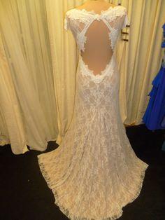 Lace wedding dress.   www.dellton.co.uk