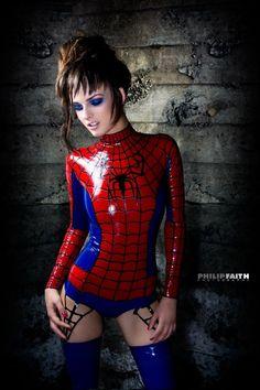 Spiderwoman Latex De niña era la mujer araña...paraba trepada en las paredes....lo maximo!!!