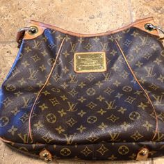Louis Vuitton Monogram Galliera PM shoulder bag. This bag is in good condition. There are no tears or damage to this purse. The interior has a few light stains on the suede from light use. Authentic Louis Vuitton. Louis Vuitton Bags Shoulder Bags