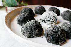 Black Sesame Mochi, 2 ways Glutinous Rice Flour, Black Sesame Ice Cream, Asian Desserts, Dim Sum, Baking Recipes, Blueberry, Treats, Dishes, Fruit