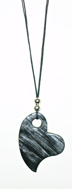 Collar largo realizado en arcilla polimérica, en negro y plata, siguiendo varias técnicas.Totalmente a mano y sin moldes.Terminado con Polyclay líq