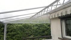 Dach duży z kratownicą na tarasie. / The roof truss with a large terrace.
