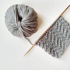 Tout nos points tricot / crochet – crochet - Strickmuster für Babys Knit Or Crochet, Lace Knitting, Knitting Stitches, Knitting Patterns Free, Crochet Patterns, Chevron Crochet, Crochet Blouse, Knitting Machine, Crochet Crafts