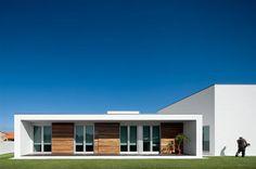 Modern Aradas Residence in Aveiro Portugal (6)