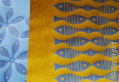 Muster, Papier, Bücher, Stempel und Fische nach Müllerin Art.