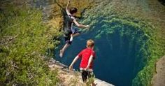 Banyak orang yang kaget setengah mati waktu melihat 2 orang anak laki-laki ini loncat ke arah lubang hitam yang ada di g...