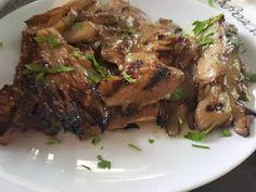 ΜΑΓΕΙΡΙΚΗ ΚΑΙ ΣΥΝΤΑΓΕΣ: Μανιτάρια πλευρώτους ψητά! Greek Recipes, Food For Thought, Charleston, Steak, Bbq, Stuffed Mushrooms, Sweet Home, Pork, Cooking Recipes