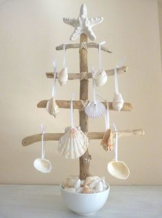 Check Out 27 Impressive Beach Christmas Decor Ideas. Beach or coastal Christmas is a rather non-typical thing, unusual and original. Seashell Art, Seashell Crafts, Beach Crafts, Starfish, Seashell Ornaments, Seashell Projects, Diy Crafts, Tree Crafts, Summer Crafts