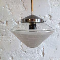 Lampe suspension ancien luminaire abat jour en verre granité... http://www.lanouvelleraffinerie.com/plafonniers-suspensions-lustres/1426-lampe-suspension-ancien-luminaire-abat-jour-en-verre-granite.html
