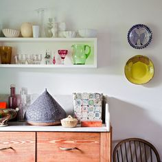 Love Lucy Dunce's cozy and colorful home.
