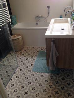 vintage of retro Tiles R Us, Clawfoot Bathtub, Corner Bathtub, Bath Mat, My House, Retro Vintage, Sweet Home, Flooring, Shower
