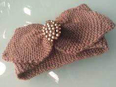 Deryalı Fikirler / Vualli Saç Bandı1 Knitted Beret, Crochet Hats, Teapot Cover, Bowling Shirts, Yarn Shop, Easy Crochet Patterns, Vintage Patterns, New Trends, Winter Hats