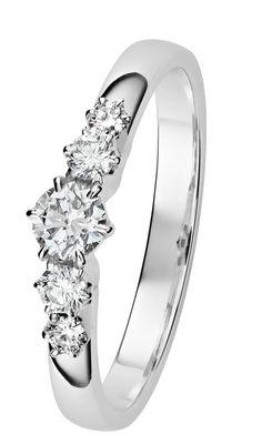 Leonora valkokultainen timanttisormus on kaunis valinta, jos valinta vihkisormukseksi. Leonoran on suunnitellut Assi Arnimaa.