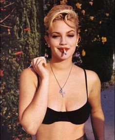 Drew Barrymore media gallery on Coolspotters. See photos, videos, and links of Drew Barrymore. Grunge Look, Style Grunge, 90s Grunge, Soft Grunge, Grunge Outfits, Drew Barrymore 90s, Drew Barrymore Style, Pretty People, Beautiful People