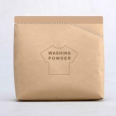 """De ontwerpers Yang Guo, Qiaoge Yang & Wenju Wu hebben een slim concept bedacht voor een waspoeder verpakking met de naam """"Tear Off A Scoop"""". Want aan de bovenkant van de verpakking vind je een lepel die je makkelijk kunt afscheuren. Zodat je eenvoudig kunt bepalen hoeveel waspoeder je nodig hebt voor je wasbeurt."""