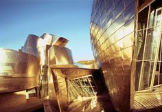 on the World's Most Beautiful Buildings List: Frank Gehry's Guggenheim Museum in Bilbao, Spain. Frank Gehry, Futuristic Architecture, Amazing Architecture, Contemporary Architecture, Unusual Buildings, Amazing Buildings, Guggenheim Museum Bilbao, Vitra Design Museum, Miro