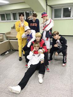"""""""[#오늘의방탄] 신기하고 영광스럽고 즐거웠던 #서태지25주년콘서트! 스페셜 게스트로 참여한 #방탄소년단 이었습니다! [#TodaysBangtan] The wonderful, honorable, exciting #SeoTaiji25thAnniversaryConcert! #BTS participated as the special guests!..."""