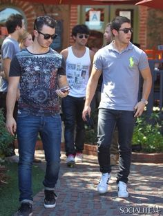Jonas Brothers grabbing lunch at Los Feliz