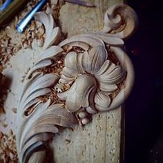 Wood Carving Ideas For a Rustic Home Decor – Design and Decor Wood Carving Designs, Wood Carving Art, Wood Art, Painted Staircases, Chip Carving, Wood Design, Statue, Decoration, Craft