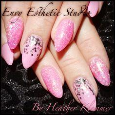 #nails #pinknails #almondshape #glitternails
