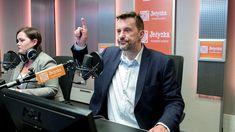 """Witold Gadowski w """"Debacie Jedynki"""" podjął temat gangsterów, którzy stali się celebrytami, a najsłynniejszym jest Masa, świadek koronny, który na wniosek prokuratury został zatrzymany.    Masa dość często udzielał wywiadów, także radiowych i telewizyjnych, był bohaterem lub współautorem kilku książek o polskiej mafii.   #debata #mafia #MASA #WitoldGadowski"""