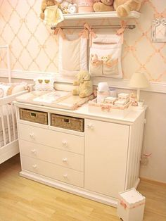 Quarto completo Provençal. Nursery Dresser, Baby Nursery Furniture, Baby Room Decor, Vintage Fireplace, Home Decoracion, Cute Wallpaper For Phone, Shared Bedrooms, Room Organization, Kids And Parenting