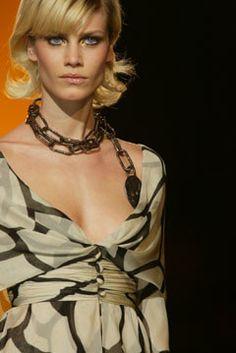 Valentino Spring 2002 Couture Fashion Show Details