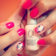 Nails fluo pink