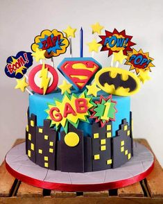 50 Most Beautiful looking Justice League Cake Design that you can make or get it made on the coming birthday. Cake Designs Images, Cool Cake Designs, Superhero Birthday Cake, Avengers Birthday, Pastel Marvel, Football Cakes For Boys, Justice League Cake, Spiderman Cake Topper, Marvel Cake
