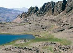 Laguna Glaciar en Sierra Nevada, Reserva de la Biosfera. (Archivo Entropía www.entropia.es) Os invitamos a visitar:   http://revista.destinosur.com/pdf57/biosfera.pdf http://www.turismohumano.com/boletines/82.html www.marcaparquenatural.com