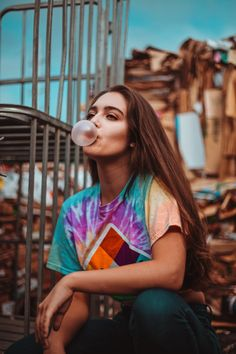 The Polaroid tie-dye crop. Photo by: Quionie Gaban - The Polaroid tie-dye crop. Photo by: Quionie Gaban - Creative Portrait Photography, Portrait Photography Poses, Photography Poses Women, White Photography, Family Photography, Best Photo Poses, Girl Photo Poses, Girl Poses, Photographie Indie