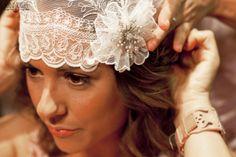 Colocar el velo de novia con estilo años 20 dará a tu look de novia el aire mas vintage. Inspirate en el blog de bodas de Innovias.