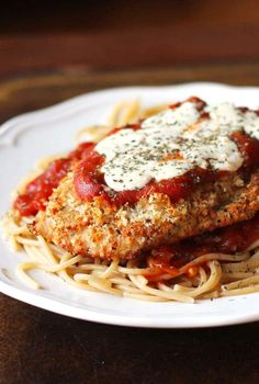 Oven-Baked Chicken Parmesan - A lighter chicken parmesan recipe that's baked, not fried. This classic Oven Baked Chicken Parmesan is a lighter version of an Italian classic: it's baked, not fried and served over whole wheat pasta. I Love Food, Good Food, Yummy Food, Oven Baked Chicken Parmesan, Oven Chicken, Parmasean Chicken, Grilled Chicken, Chicken Tenders, Baked Chicken Parmigiana Recipe