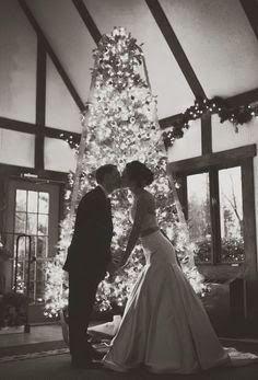 http://www.jeveuxit.blogspot.it/2013/12/christmas-wedding-inspiration.html