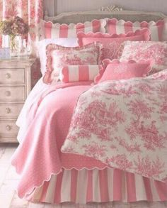 I love this entire bedding set!  Pink stripes
