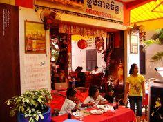 앙코르 페이머스 (Angkor Famous) 펍스트리트 레스토랑