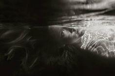 Black and White Underwater Photography of Children – Fubiz Media