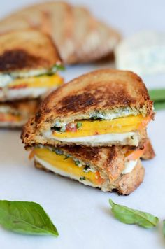 A sweet, salty and savory two-cheese grilled cheese featuring the fresh peaches and basil, mozzarella and crumbly bleu cheese. Low Budget Meals, Eat On A Budget, Dinner On A Budget, Dinner Ideas, Meal Ideas, Lunch Ideas, Inexpensive Meals, Cheap Dinners, Easy Meals