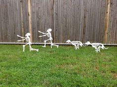 halloween yard skeletons dog skeleton chasing person skeleton i think i am seriously considering
