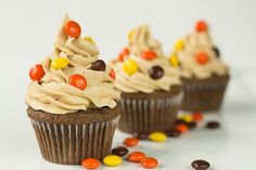 one happy bite at a time! Everyone loves a good cupcake. Get creative with our easy, irresistible cupcake recipes. From easy vanilla cupcakes to decadent Black Forest chocolate cupcakes, Reese's Cupcakes, Yummy Cupcakes, Cupcake Cakes, Butter Cupcakes, Velvet Cupcakes, Vanilla Cupcakes, Gormet Cupcakes, Mocha Cupcakes, Strawberry Cupcakes