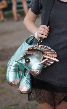 Designer Handbags 25 Crazy Designs (6) LOVE DINOSAURS and Triceratops is my favourite!