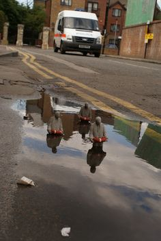 Isaac Cordal, Cement Eclipses, London - unurth | street art