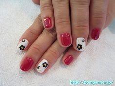ホワイト、赤の一色塗りショートネイル #ネイル #nail #nails