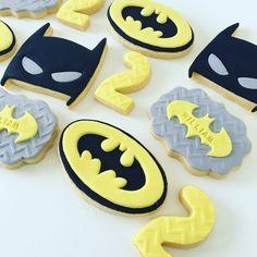 Batman children's parties - Decoration and Fashion Batman Cookies, Lego Cookies, Batman Cupcakes, Superhero Cookies, Superhero Cake, Iced Cookies, Fiesta Batman Lego, Lego Batman Cakes, Lego Batman Party